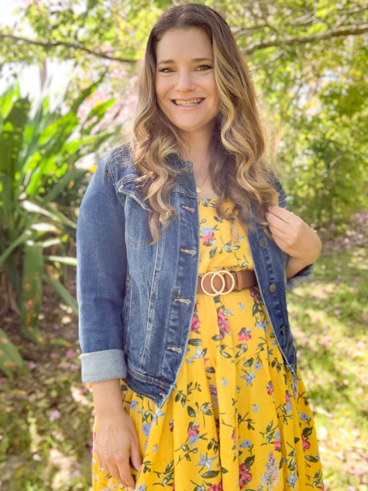 Voluminous maxi dresses are a HUGE Spring trend but can easily overwhelm petite bodies. Here's how to style a high volume floral maxi dress that will look great even on curvy girls. Other trends include statement belt, yellow