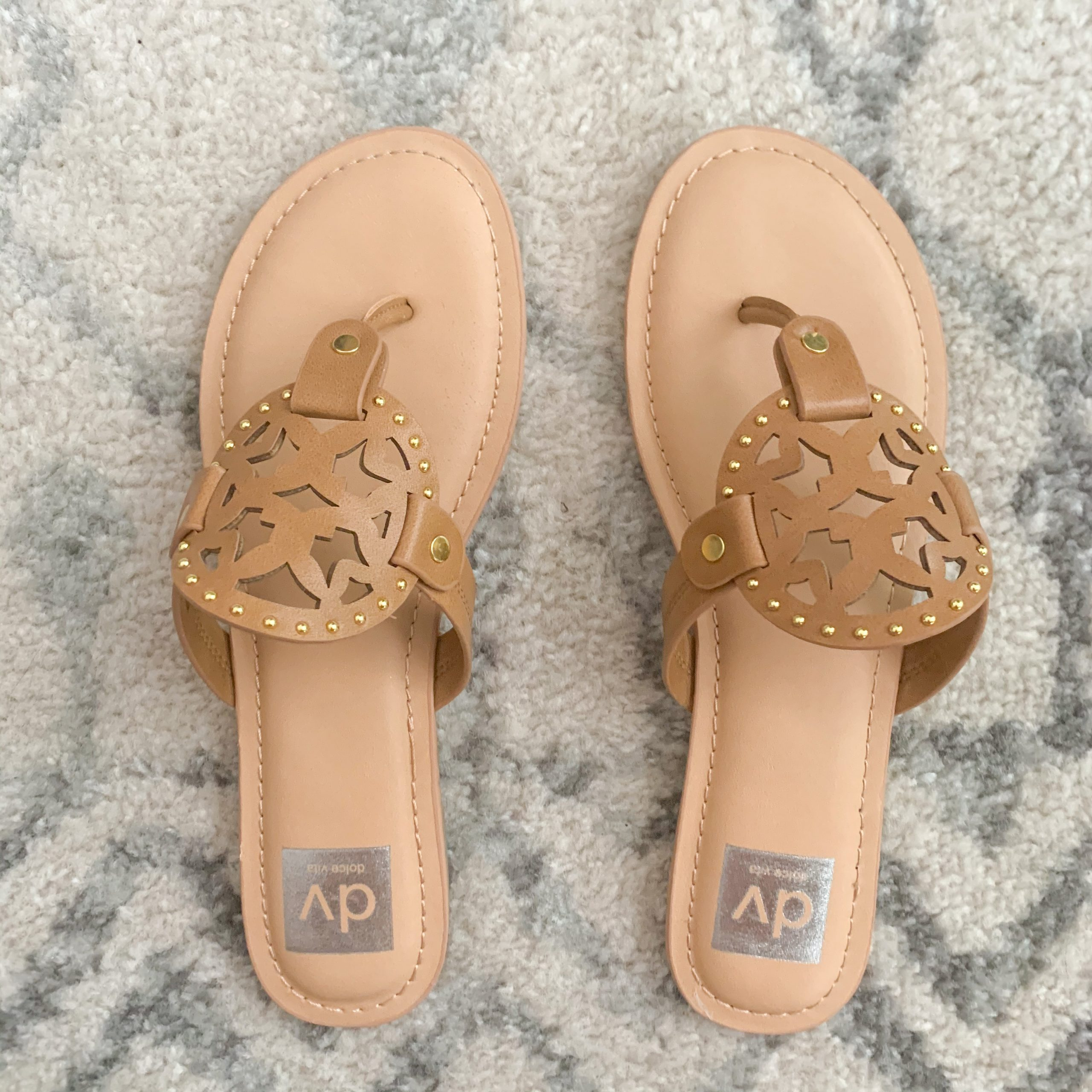 Beach vacation capsule wardrobe- tan sandals